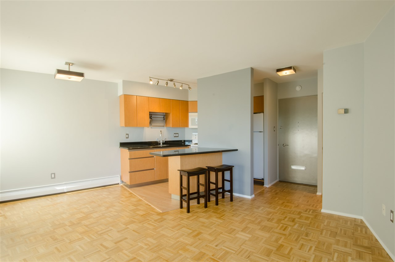 "Photo 7: Photos: 303 1930 MARINE Drive in West Vancouver: Ambleside Condo for sale in ""Park Marine"" : MLS® # R2112898"