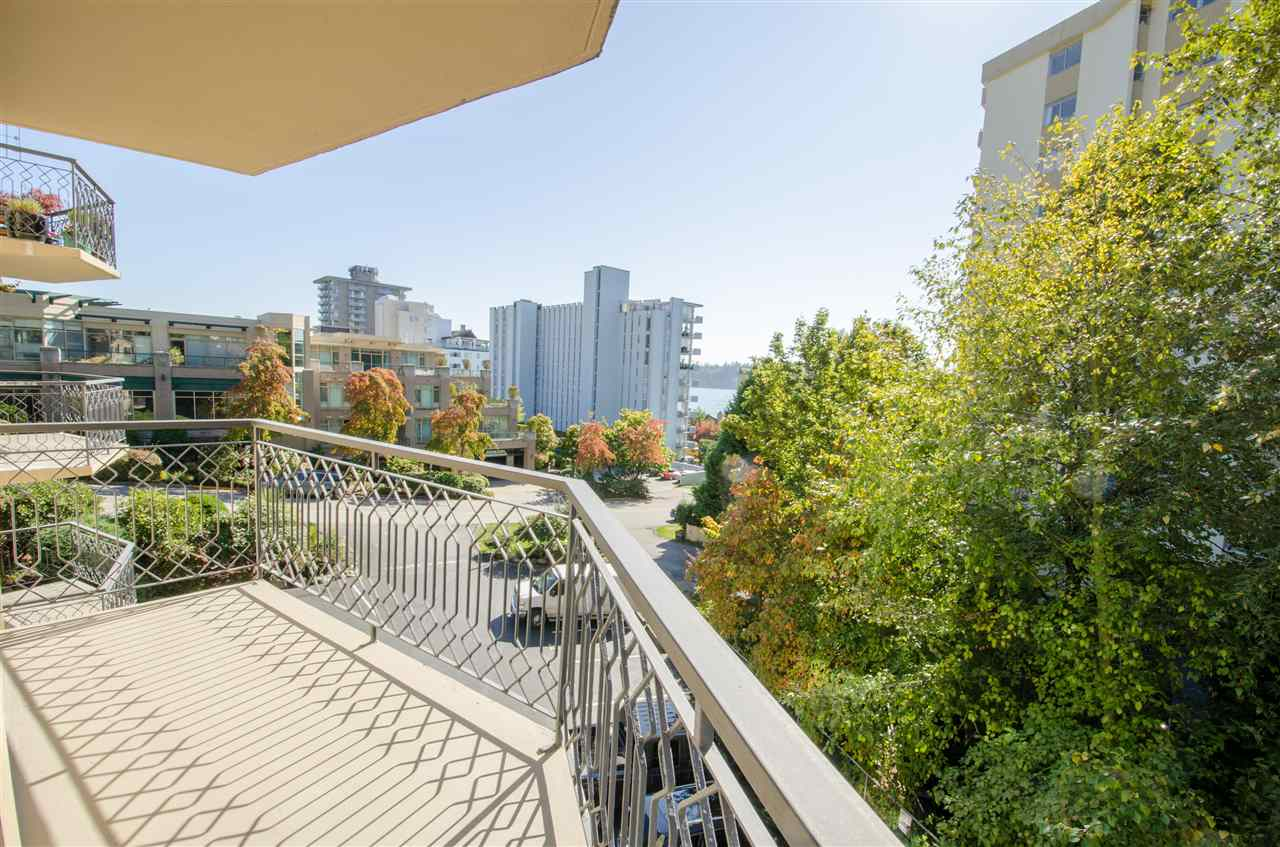 "Photo 9: Photos: 303 1930 MARINE Drive in West Vancouver: Ambleside Condo for sale in ""Park Marine"" : MLS® # R2112898"