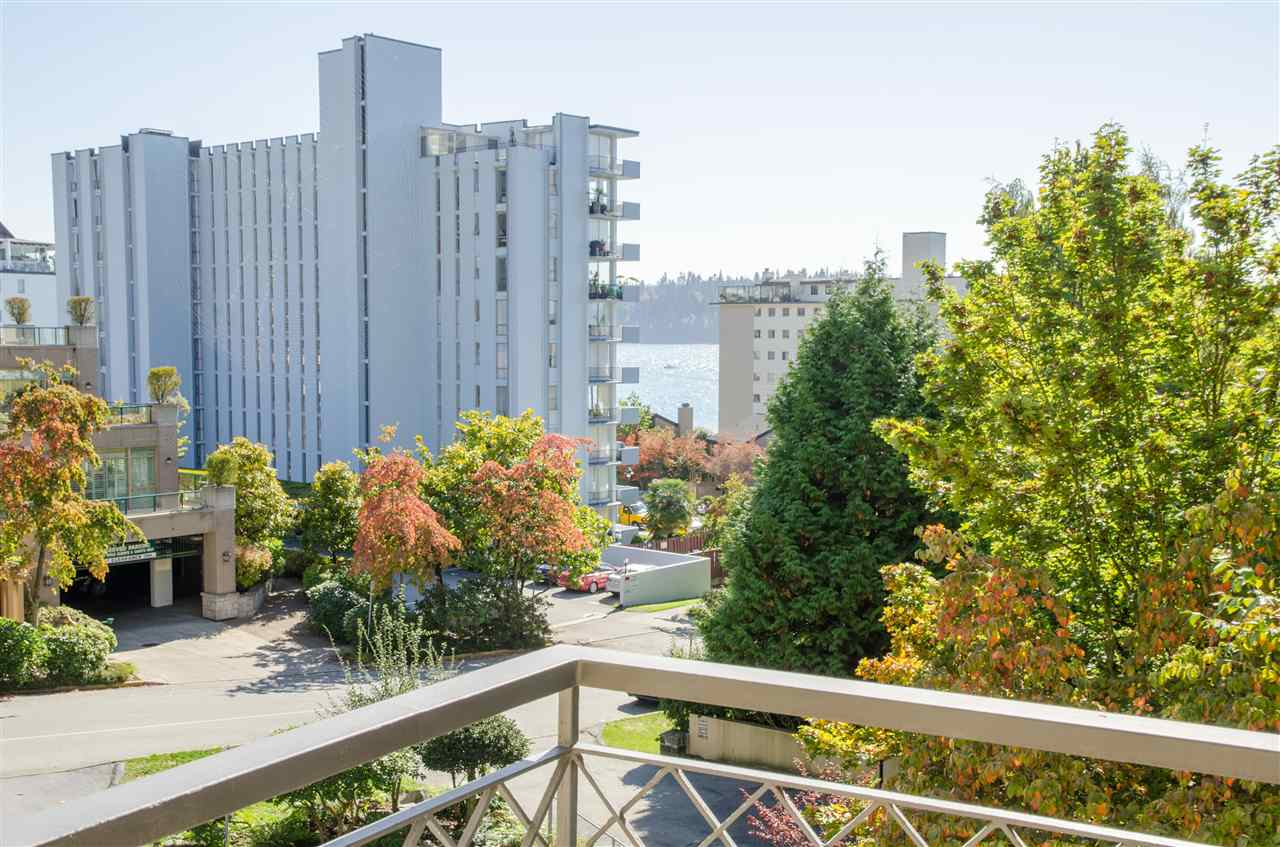 "Photo 10: Photos: 303 1930 MARINE Drive in West Vancouver: Ambleside Condo for sale in ""Park Marine"" : MLS® # R2112898"