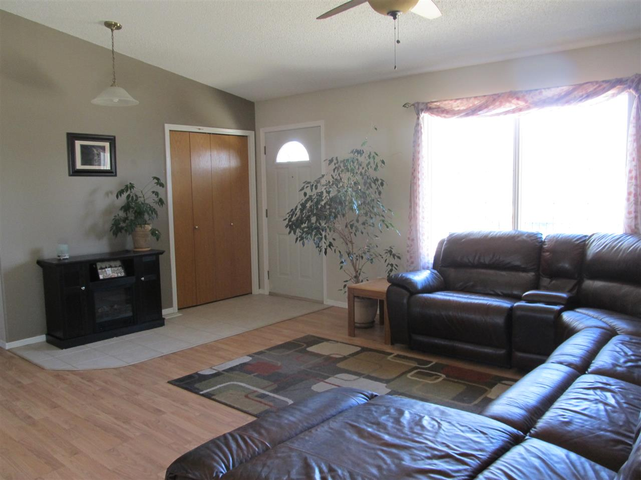 Photo 4: 57016 RR 233: Rural Sturgeon County House for sale : MLS(r) # E4057531