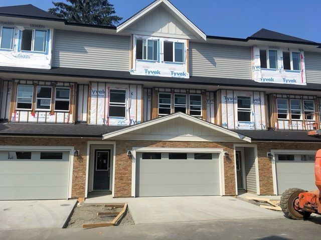"Main Photo: 11 45455 SPADINA Avenue in Chilliwack: Chilliwack W Young-Well Townhouse for sale in ""Spadina Gardens"" : MLS®# R2160690"