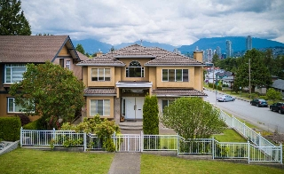 Main Photo: 4093 NITHSDALE Street in Burnaby: Burnaby Hospital House for sale (Burnaby South)  : MLS(r) # R2176900