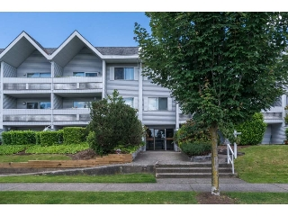 "Main Photo: 107 2055 SUFFOLK Avenue in Port Coquitlam: Glenwood PQ Condo for sale in ""SUFFOLK MANOR"" : MLS(r) # R2180704"