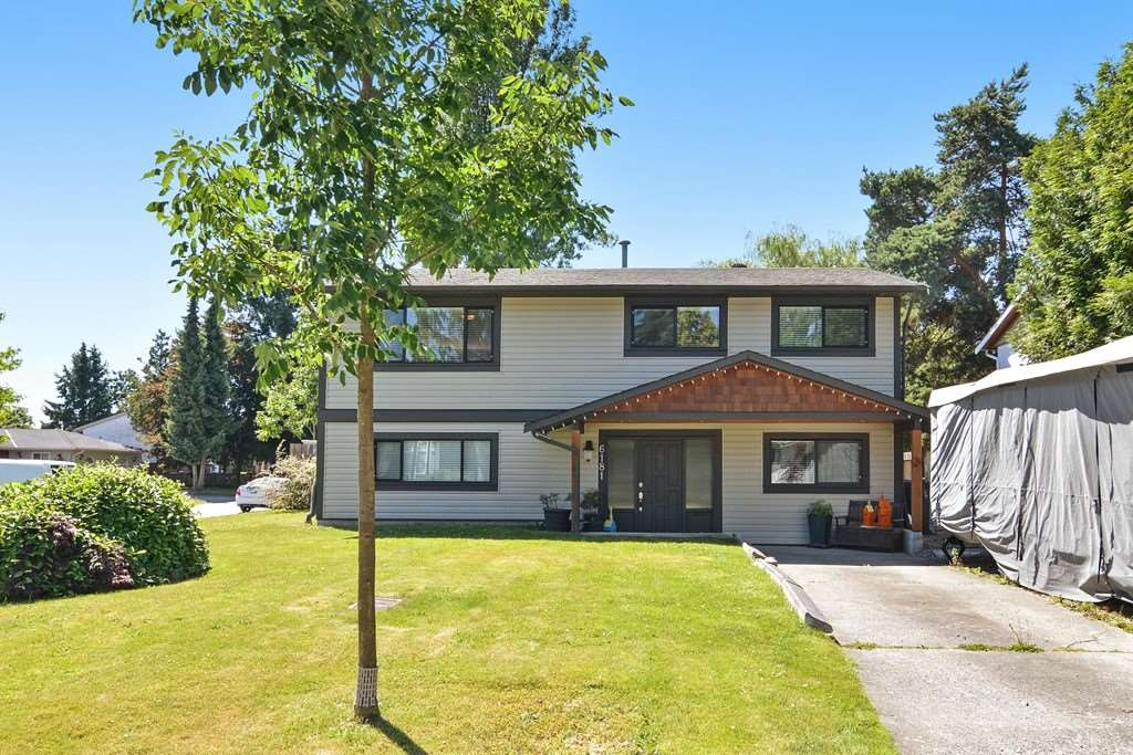 Main Photo: 6181 175A Avenue in Surrey: Cloverdale BC House for sale (Cloverdale)  : MLS(r) # R2182552