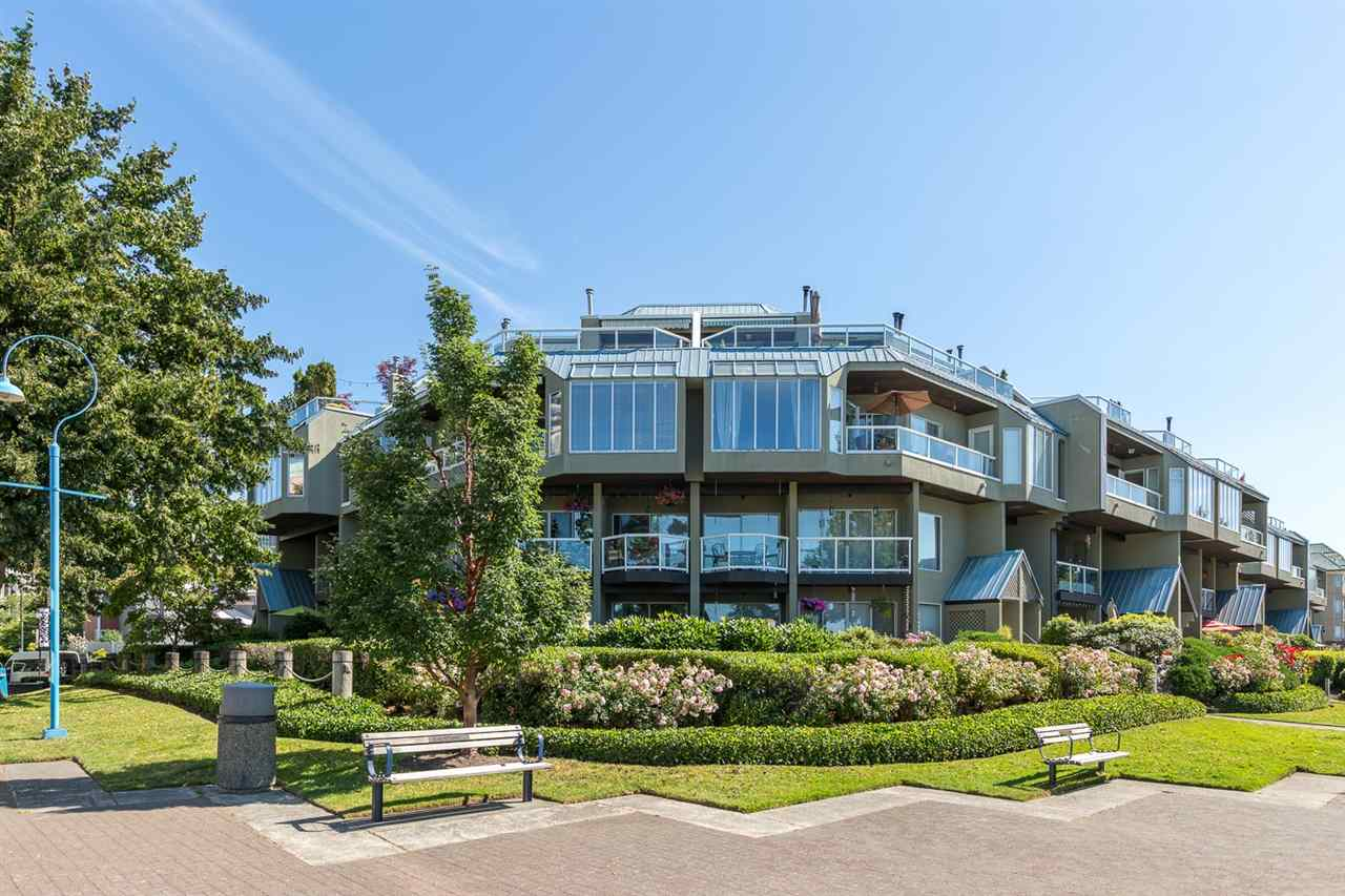 "Main Photo: 114 31 RELIANCE Court in New Westminster: Quay Condo for sale in ""QUAYWEST"" : MLS® # R2207380"