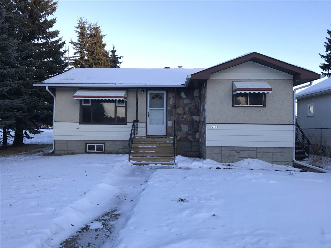 Main Photo: 5133 53 Street: Andrew House for sale : MLS® # E4089388