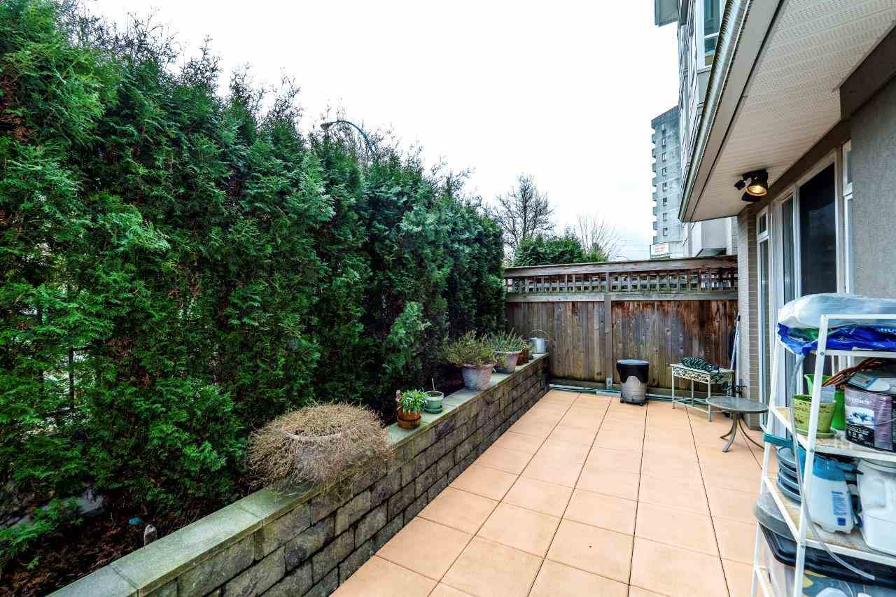 "Photo 12: Photos: 113 155 E 3RD Street in North Vancouver: Lower Lonsdale Condo for sale in ""The Solano"" : MLS® # R2244592"