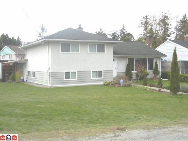 This great 3 level split home perched on the hill with beautiful views of New West and NS Mountains.  A great corner lot in quiet St. Helens Park