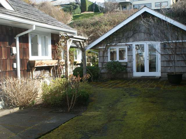 Photo 3: 321/322 Judges Row in Qualicum Beach: House for sale
