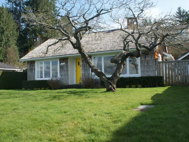 Photo 2: 321/322 Judges Row in Qualicum Beach: House for sale