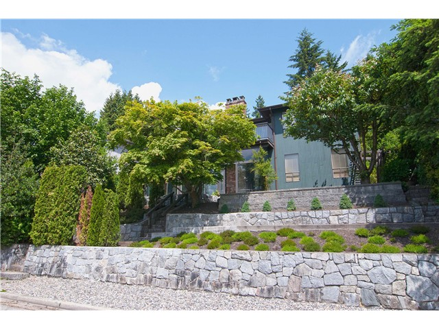 Main Photo: 34 AXFORD Bay in Port Moody: Barber Street House for sale : MLS®# V1069252