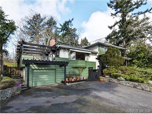 Main Photo: 3528 Plymouth Road in VICTORIA: OB Henderson Single Family Detached for sale (Oak Bay)  : MLS® # 348674