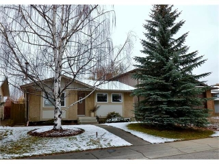 Main Photo: 488 BRACEWOOD Crescent SW in Calgary: Braeside House for sale : MLS® # C4036568