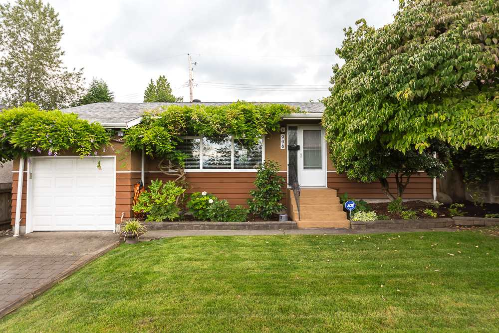 "Main Photo: 906 KENT Street in New Westminster: The Heights NW House for sale in ""THE HEIGHTS"" : MLS(r) # R2090615"