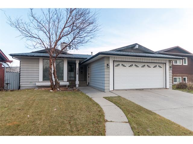 Main Photo: 128 TEMPLEWOOD Drive NE in Calgary: Temple House for sale : MLS(r) # C4089436