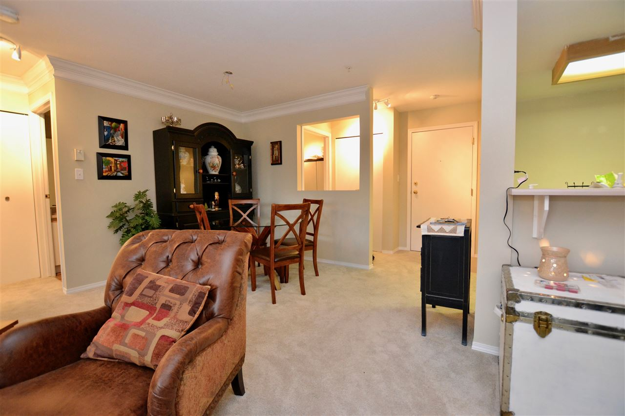 "Photo 3: 208 20881 56 Avenue in Langley: Langley City Condo for sale in ""Robert's Court"" : MLS(r) # R2140005"