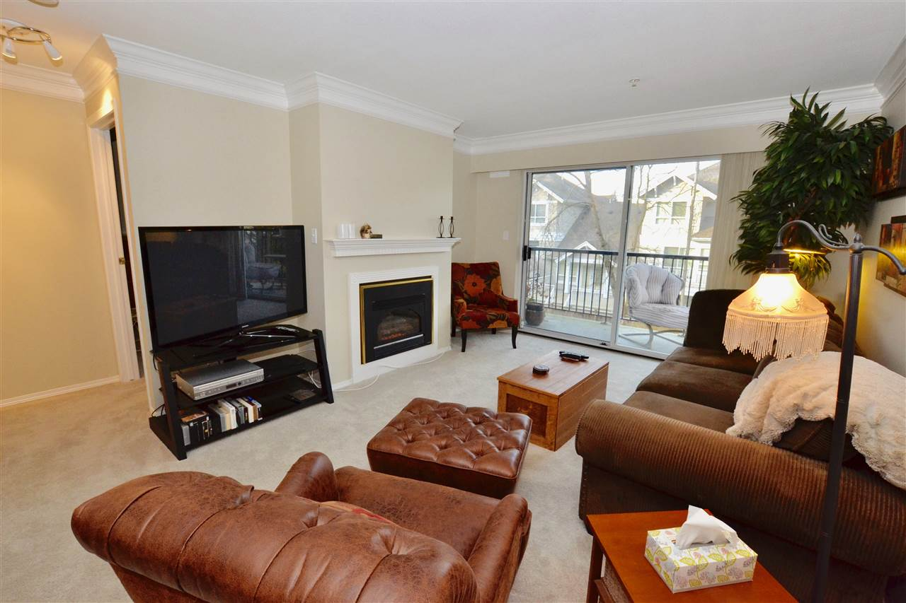 "Photo 6: 208 20881 56 Avenue in Langley: Langley City Condo for sale in ""Robert's Court"" : MLS(r) # R2140005"
