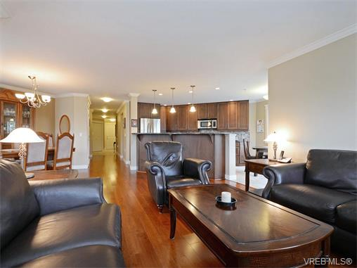 Photo 3: 204 535 Heatherdale Lane in VICTORIA: SW Royal Oak Condo Apartment for sale (Saanich West)  : MLS(r) # 375392