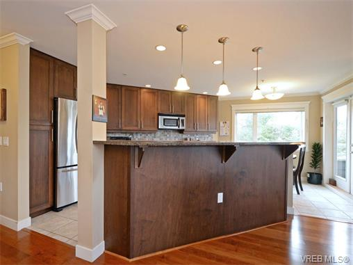 Photo 6: 204 535 Heatherdale Lane in VICTORIA: SW Royal Oak Condo Apartment for sale (Saanich West)  : MLS(r) # 375392