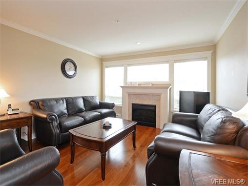 Photo 2: 204 535 Heatherdale Lane in VICTORIA: SW Royal Oak Condo Apartment for sale (Saanich West)  : MLS(r) # 375392
