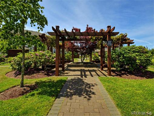 Photo 18: 204 535 Heatherdale Lane in VICTORIA: SW Royal Oak Condo Apartment for sale (Saanich West)  : MLS(r) # 375392