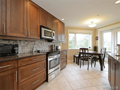 Photo 8: 204 535 Heatherdale Lane in VICTORIA: SW Royal Oak Condo Apartment for sale (Saanich West)  : MLS(r) # 375392