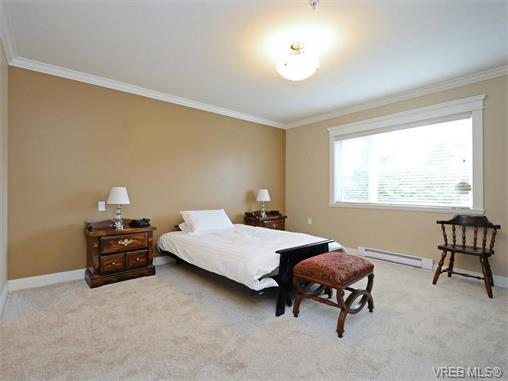 Photo 12: 204 535 Heatherdale Lane in VICTORIA: SW Royal Oak Condo Apartment for sale (Saanich West)  : MLS(r) # 375392