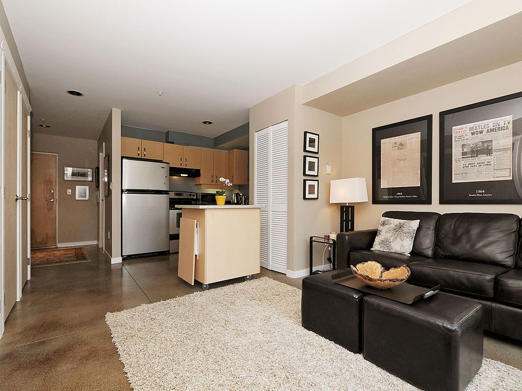Photo 3: 104 90 Regatta Landing in VICTORIA: VW Victoria West Condo Apartment for sale (Victoria West)  : MLS(r) # 375400