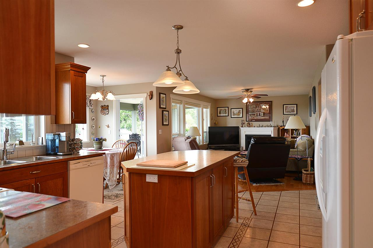 Photo 4: Photos: 6239 SUNRISE Boulevard in Sechelt: Sechelt District House for sale (Sunshine Coast)  : MLS®# R2156873