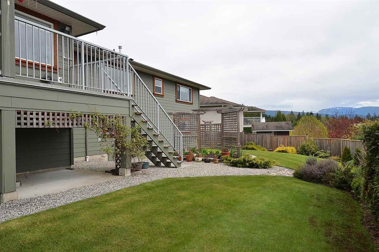 Photo 19: Photos: 6239 SUNRISE Boulevard in Sechelt: Sechelt District House for sale (Sunshine Coast)  : MLS®# R2156873