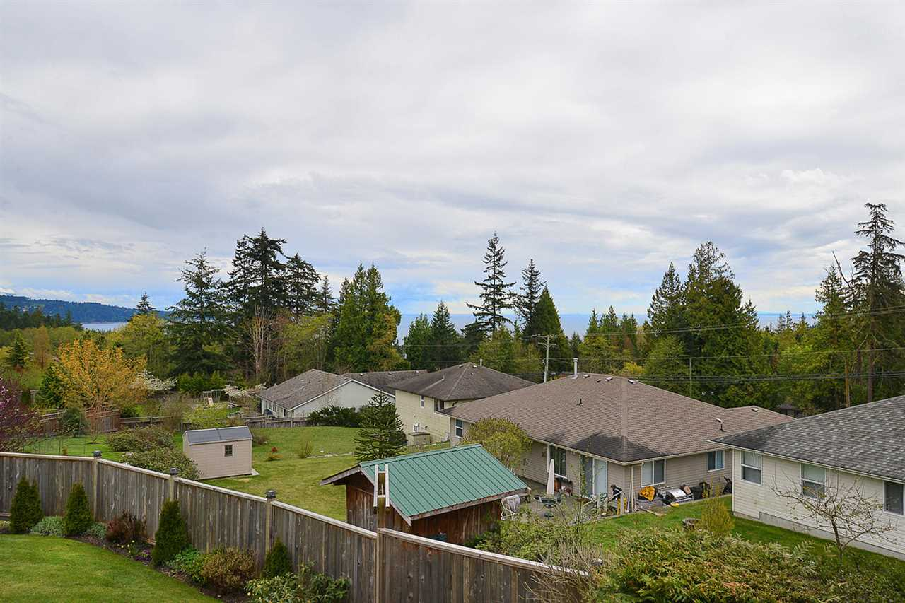 Photo 16: Photos: 6239 SUNRISE Boulevard in Sechelt: Sechelt District House for sale (Sunshine Coast)  : MLS® # R2156873