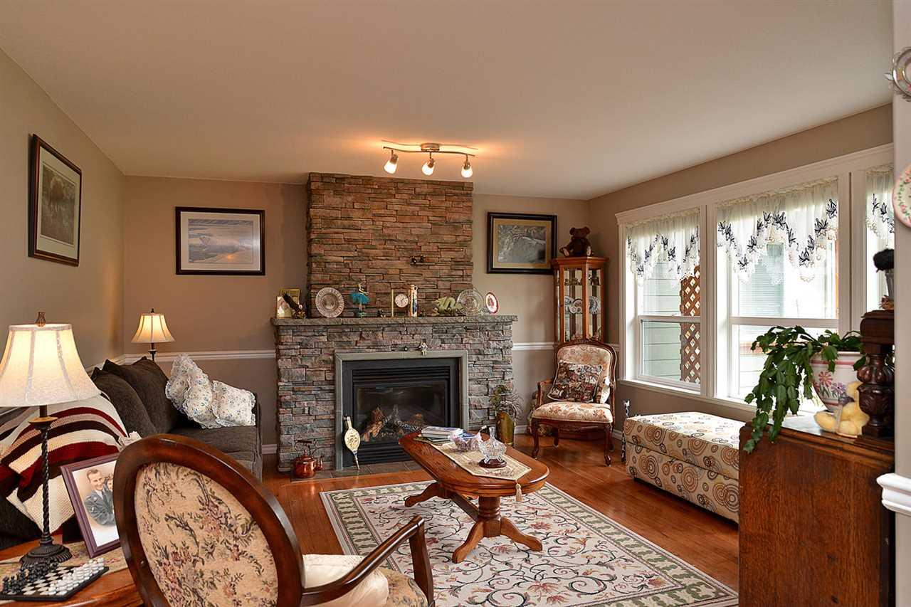 Photo 3: Photos: 6239 SUNRISE Boulevard in Sechelt: Sechelt District House for sale (Sunshine Coast)  : MLS® # R2156873