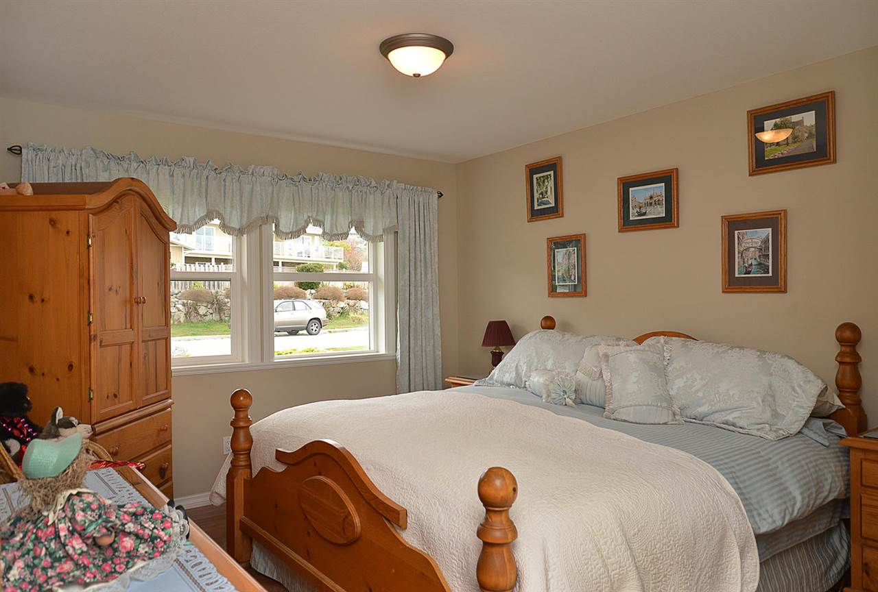 Photo 12: Photos: 6239 SUNRISE Boulevard in Sechelt: Sechelt District House for sale (Sunshine Coast)  : MLS®# R2156873