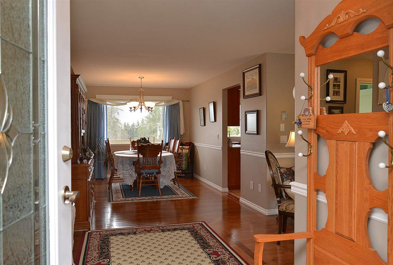 Photo 2: Photos: 6239 SUNRISE Boulevard in Sechelt: Sechelt District House for sale (Sunshine Coast)  : MLS®# R2156873