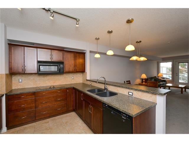 Photo 9: 209 3101 34 Avenue NW in Calgary: Varsity Condo for sale : MLS(r) # C4113505