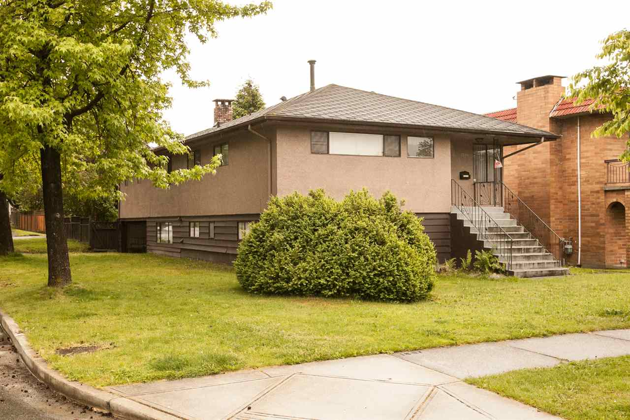 Main Photo: 2594 E 3RD Avenue in Vancouver: Renfrew VE House for sale (Vancouver East)  : MLS(r) # R2174085