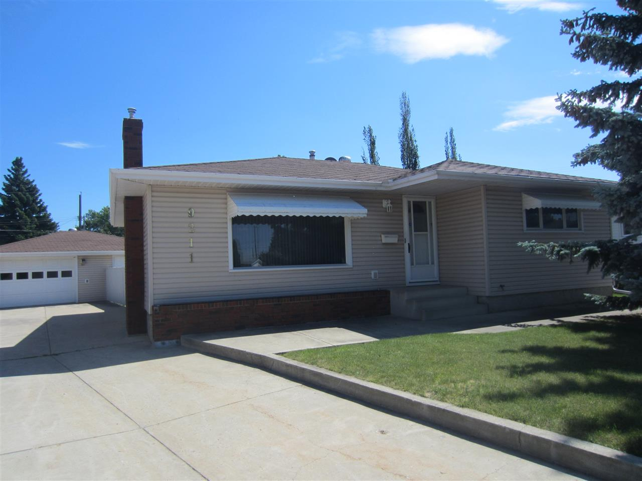 Main Photo: 9211 60 Street NW in Edmonton: Zone 18 House for sale : MLS(r) # E4069747