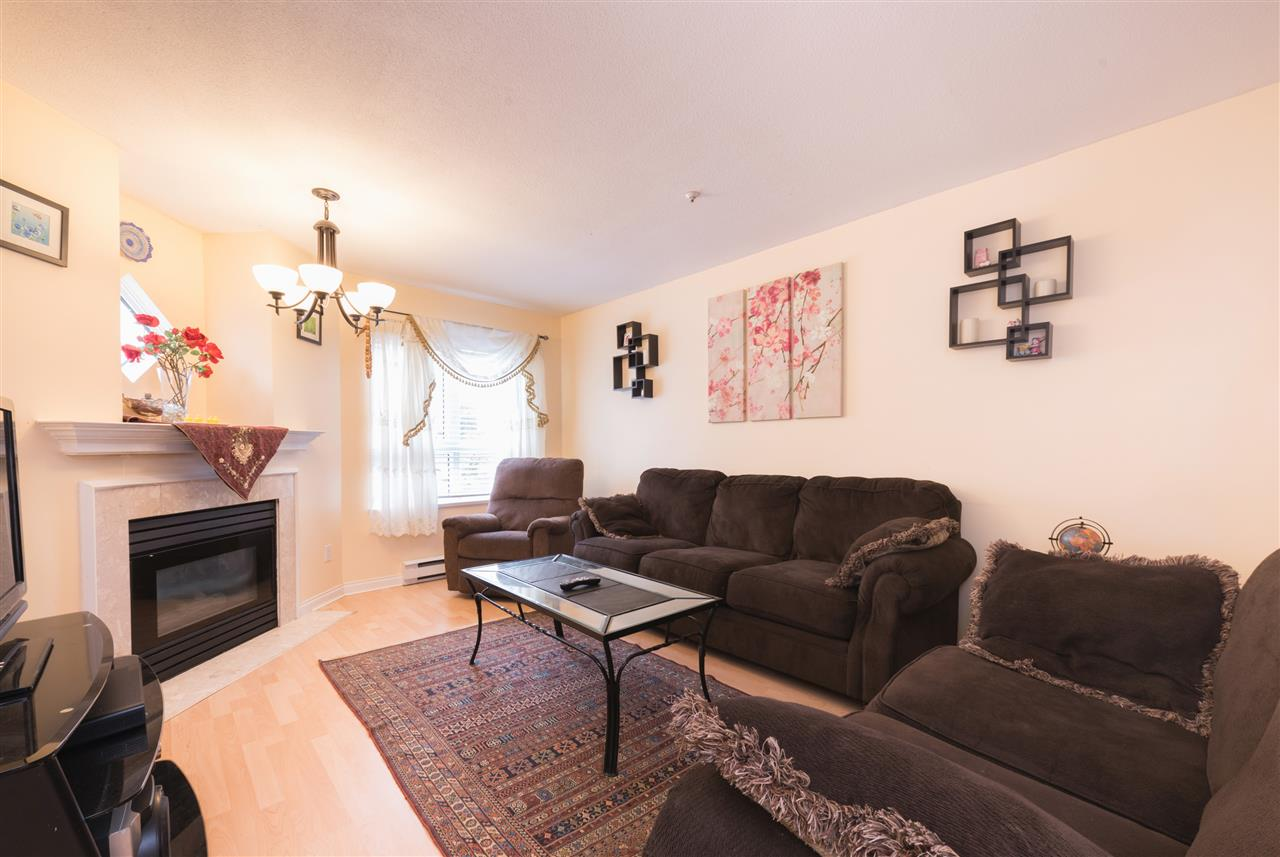 "Photo 3: 128 2980 PRINCESS Crescent in Coquitlam: Canyon Springs Townhouse for sale in ""THE MONTCLAIRE"" : MLS(r) # R2179380"
