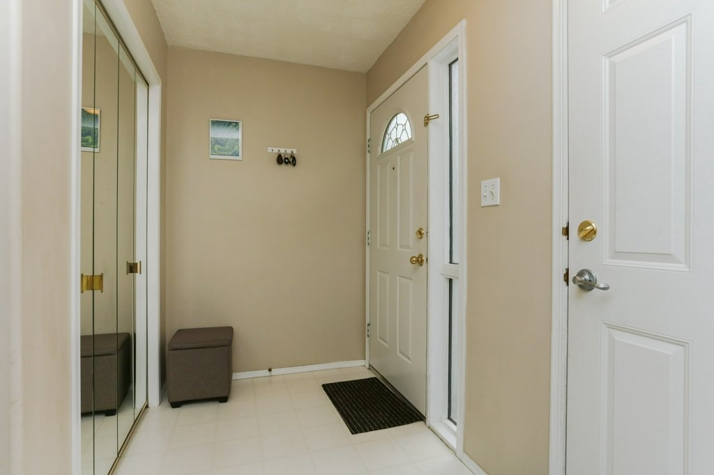 Photo 2: 11816 9 Avenue in Edmonton: Zone 16 House for sale : MLS® # E4074256