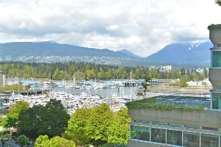"Main Photo: 902 1277 MELVILLE Street in Vancouver: Coal Harbour Condo for sale in ""FLATIRON"" (Vancouver West)  : MLS(r) # R2192328"
