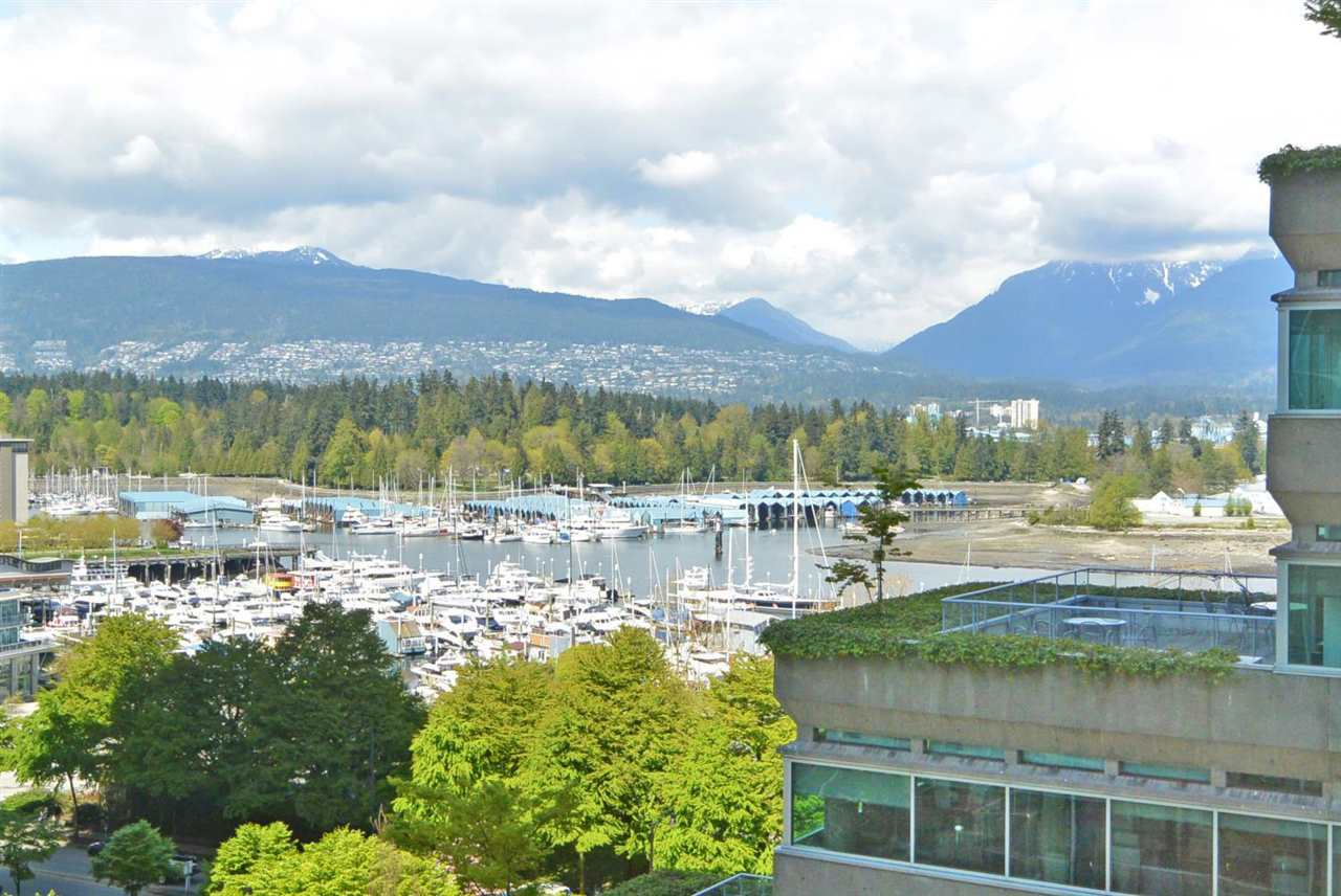 "Main Photo: 902 1277 MELVILLE Street in Vancouver: Coal Harbour Condo for sale in ""FLATIRON"" (Vancouver West)  : MLS® # R2192328"
