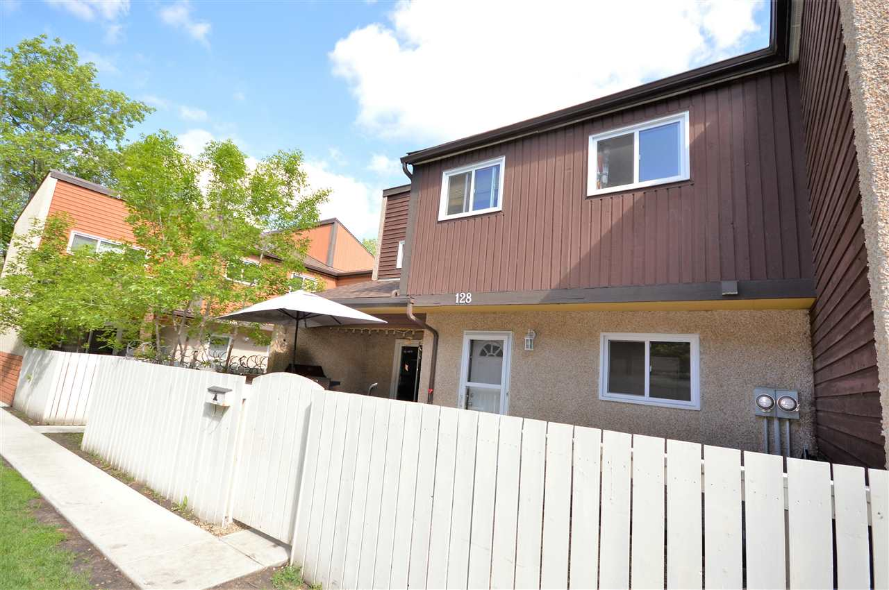 Main Photo: 128 KASKITAYO Court in Edmonton: Zone 16 Townhouse for sale : MLS® # E4077313