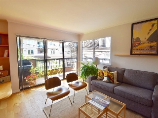 "Main Photo: 201 1484 CHARLES Street in Vancouver: Grandview VE Condo for sale in ""LANDMARK ARMS"" (Vancouver East)  : MLS® # R2198955"