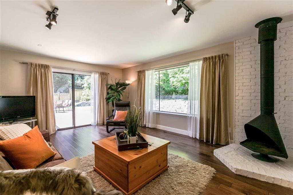 Photo 10: Photos: 3833 PRINCESS Avenue in North Vancouver: Princess Park House for sale : MLS® # R2217361