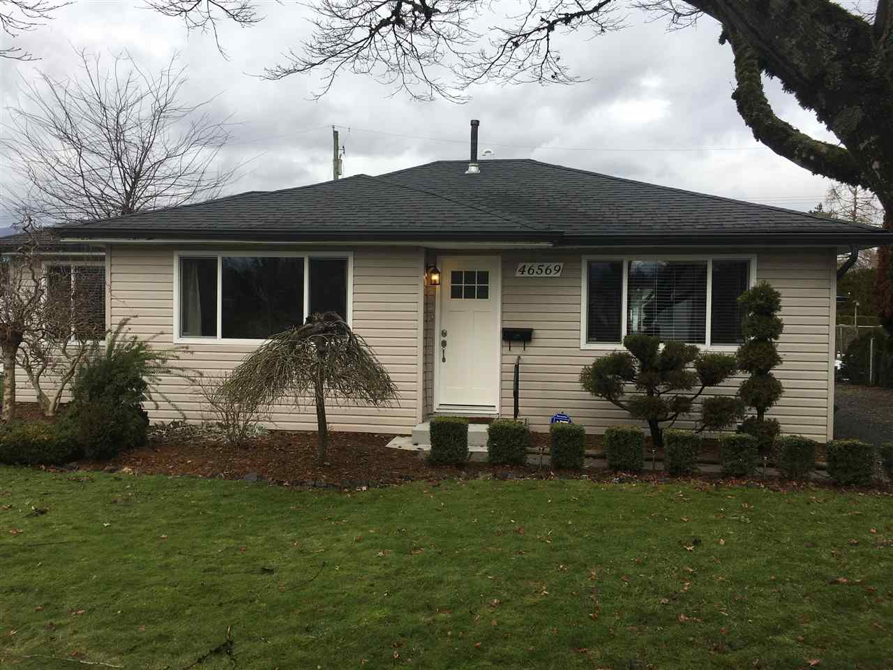 Main Photo: 46569 PORTAGE Avenue in Chilliwack: Chilliwack N Yale-Well House for sale : MLS®# R2233271