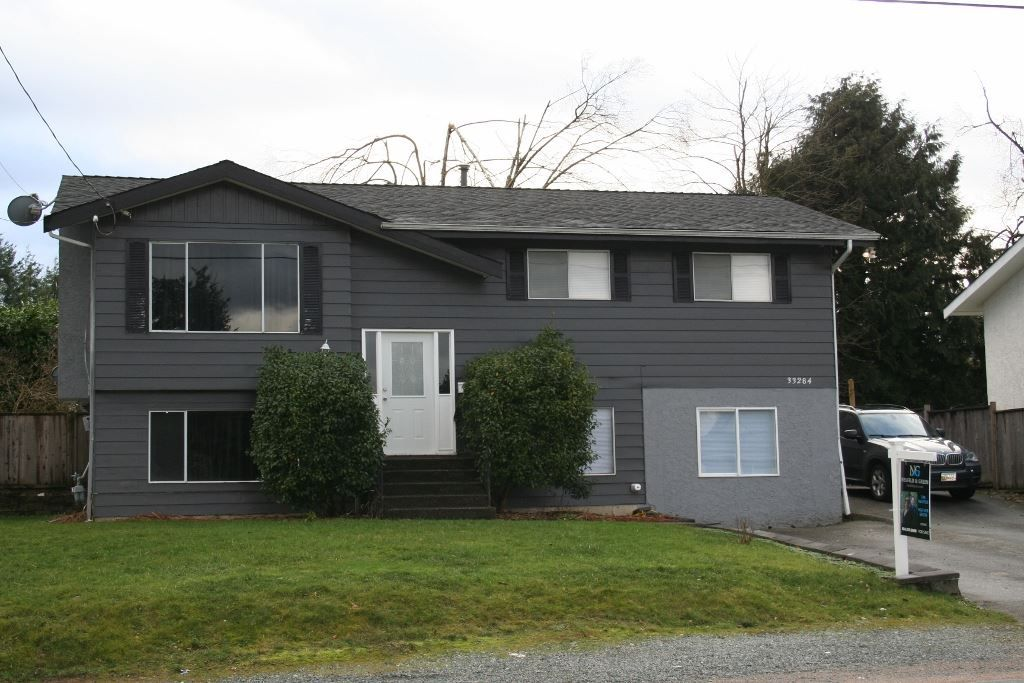 Photo 2: Photos: 33284 CHERRY Avenue in Mission: Mission BC House for sale : MLS® # R2234095