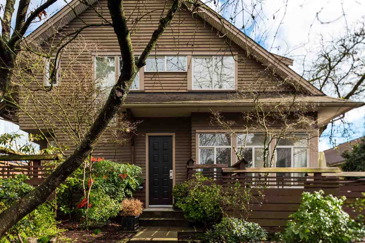 Main Photo: 2520 WESTERN AVENUE in North Vancouver: Upper Lonsdale Townhouse for sale : MLS®# R2248688