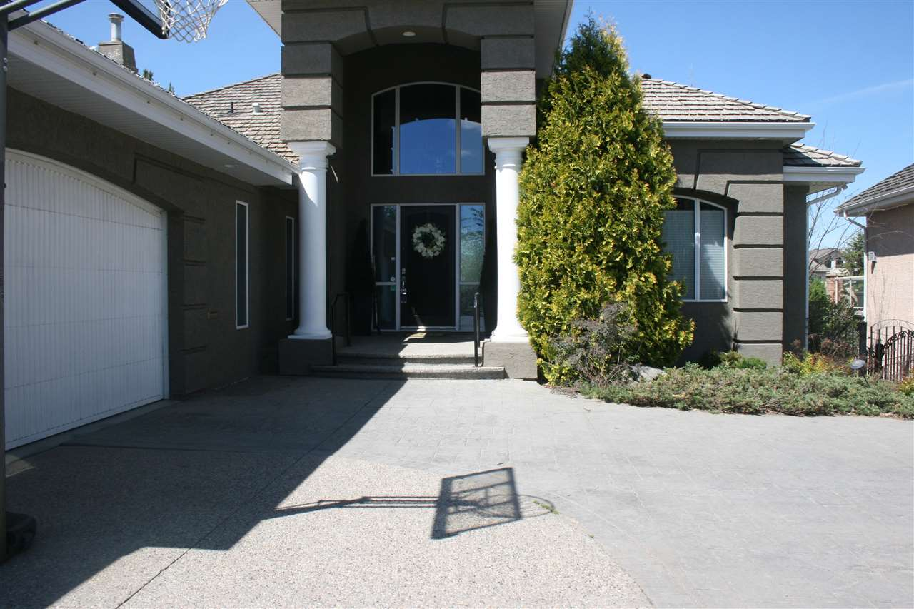 Main Photo: 760 BUTTERWORTH Drive NW in Edmonton: Zone 14 House for sale : MLS®# E4106051