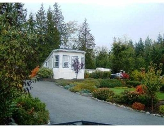 "Main Photo: 17A 1123 FLUME RD in Roberts_Creek: Roberts Creek Manufactured Home for sale in ""IKELON MOBILE HOME PARK"" (Sunshine Coast)  : MLS® # V564290"
