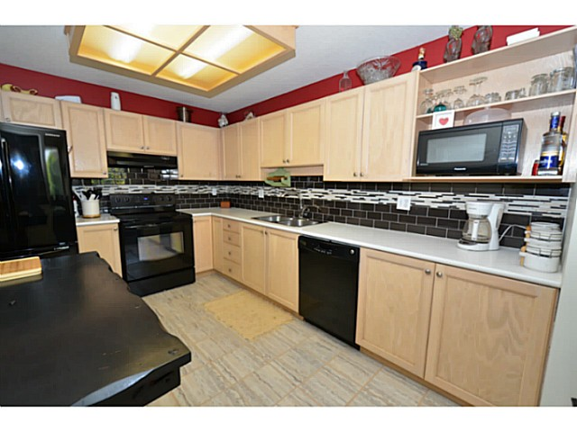 "Photo 2: 310 19122 122ND Avenue in Pitt Meadows: Central Meadows Condo for sale in ""EDGEWOOD MANOR"" : MLS(r) # V1069854"